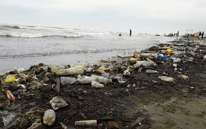 زباله ریزی در دریا