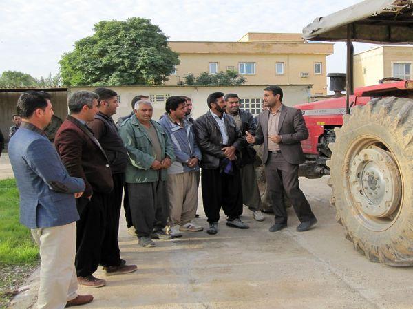 برگزاری دوره آموزشی مهارتی سرویس و نگخداری تراکتور در شهرستان مهران استان ایلام