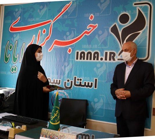 تجلیل از مدیر خبرگزاری ایانا در استان سمنان