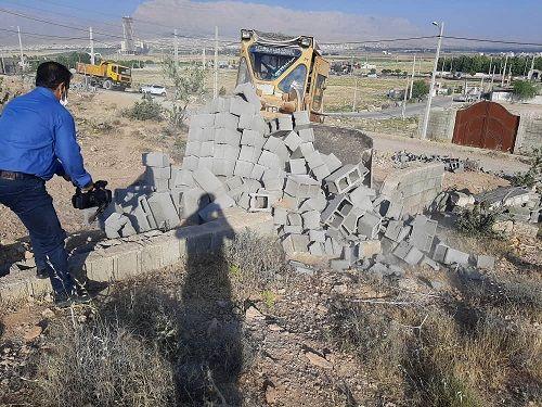تخریب ساخت و ساز غیر مجاز در اراضی کشاورزی شیراز