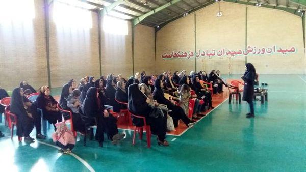 مشارکت زنان روستایی اسلامشهر در کارگاه آموزشی ایجاد باغچههای خانگی
