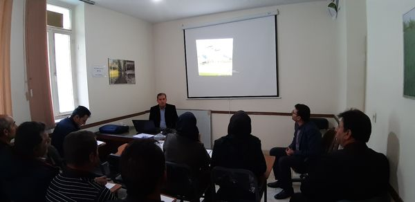 برپایی کارگاه آموزشی مرحله داشت کلزا در شهرستان دهمویز