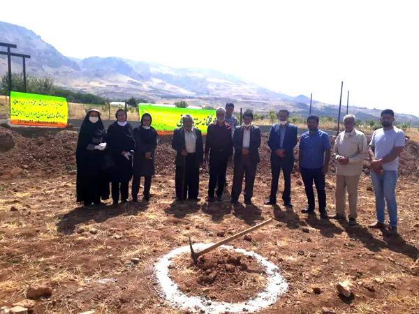 کلنگزنی گلخانه سبزی صیفی در روستای آلیکوه شهرستان اردل