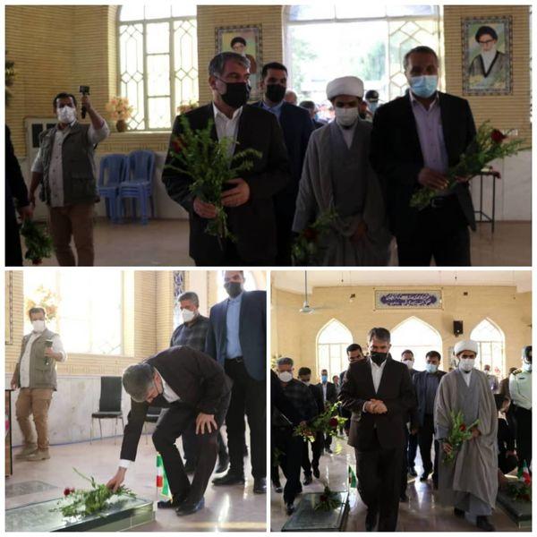 ادای احترام به مقام شامخ شهدای شهرستان خفر در استان فارس