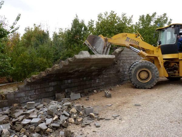 تخریب بناهای غیر مجاز در اراضی کشاورزی سپیدان