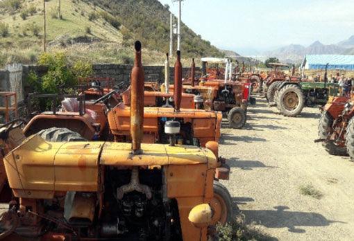 تداوم پلاک گذاری ماشین آلات کشاورزی شهرستان خداآفرین در اسفند ماه