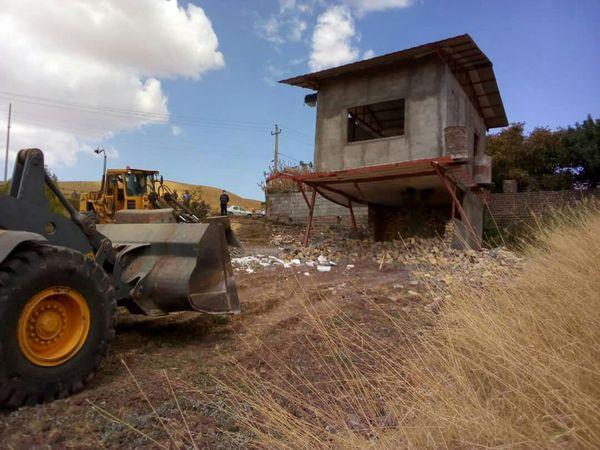 تخریب دوازده مورد ساخت و ساز غیر مجاز در اراضی کشاورزی شهرستان قزوین