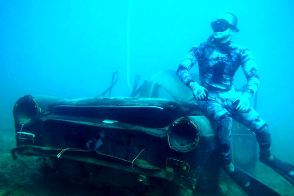 انتقال تانکهای قدیمی ارتش لبنان به زیر آب