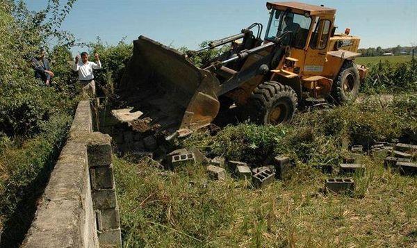 بناهای غیر مجاز اراضی کشاورزی تخریب میشوند