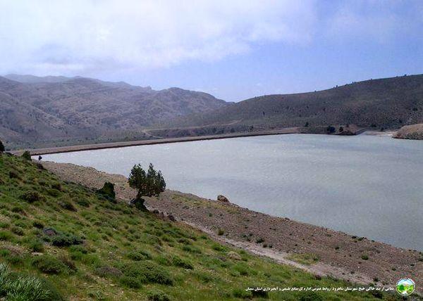 عملیات احداث کانال بتنی انتقال آب در اراضی کشاورزی شهرستان آرادان اجرا شد
