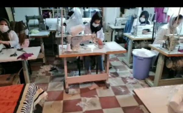 تولید ۷ هزار عدد ماسک بهداشتی توسط اعضای صندوق اعتبارات خرد زنان روستایی در شهرستان ارومیه