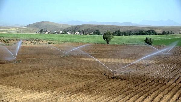 کشاورز بویین میاندشتی، مجری نمونه آبیاری نوین