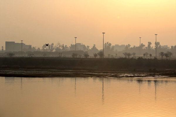 سواحل خزر بارانی و جنوب غبار آلود است