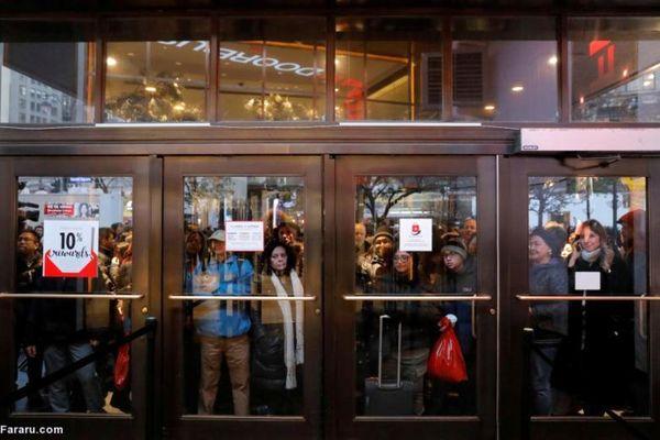جمعهسیاه معروف در فروشگاههای آمریکا (تصاویر)