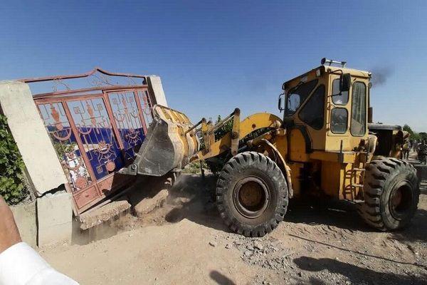 ساخت وسازهای غیرمجاز در اراضی کشاورزی گناوه تخریب شد