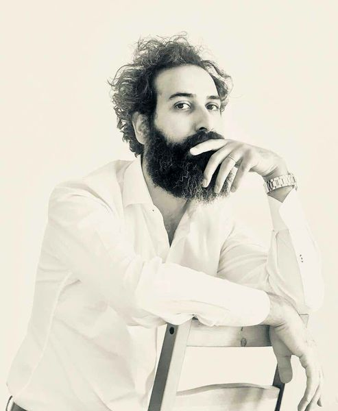 مهران راد پرفورمنس «پیله» را اجرا می کند