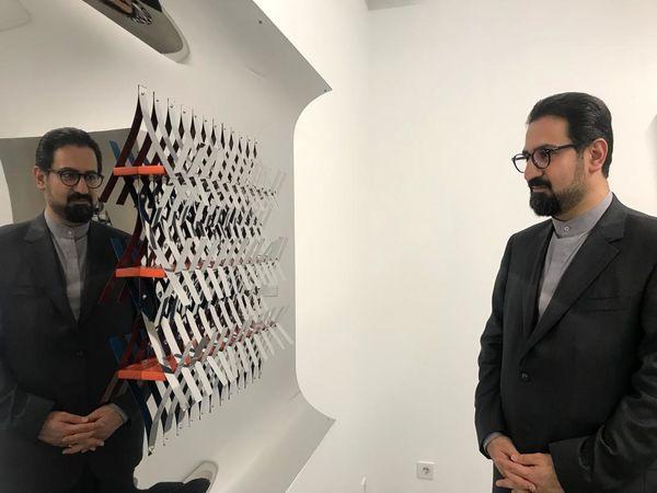 بازدید معاون هنری از نقش برجسته های هندسی وزیری مقدم