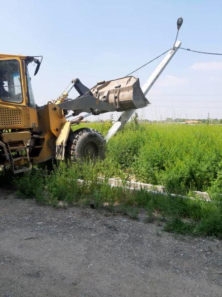 جمعآوری انشعابات غیرمجاز برق در اراضی بکر کشاورزی شهرستان اسلامشهر