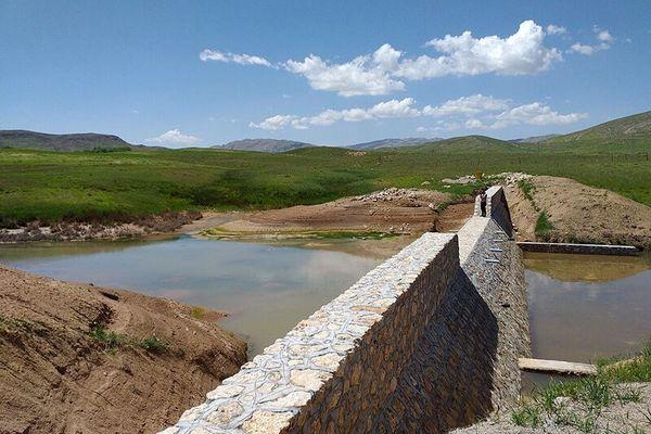 بهرهبرداری از12 طرح حفاظت از خاک و پیشگیری از فرسایش در عرصه آبخیزهای آذربایجان غربی به مناسبت دهه فجر