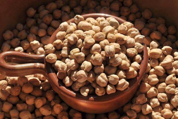 واردات بیرویه قیمت نخود در بازار را کاهش داد