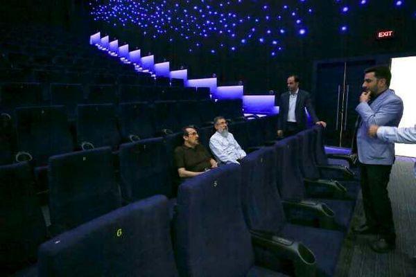 بازدید مشاور عالی سازمان سینمایی از یک پردیس سینمایی