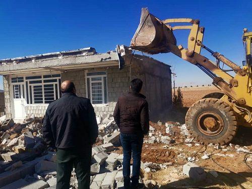 تخریب ساخت و سازهای غیر مجاز در اراضی کشاورزی سپیدان