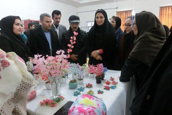 نمایشگاه تولیدات و صنایع دستی زنان روستایی در میاندوآب گشایش یافت
