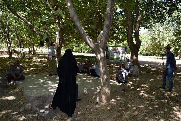 برگزاری کارگاه آموزشی مبارزه با آفات در باغات شهرستان سامان