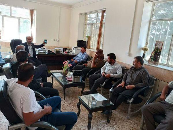 برگزاری جلسه ستاد برداشت کلزا با حضور کمباین داران در شهرستان خانمیرزا