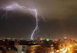 رعد و برق و باد شدید در راه ایران