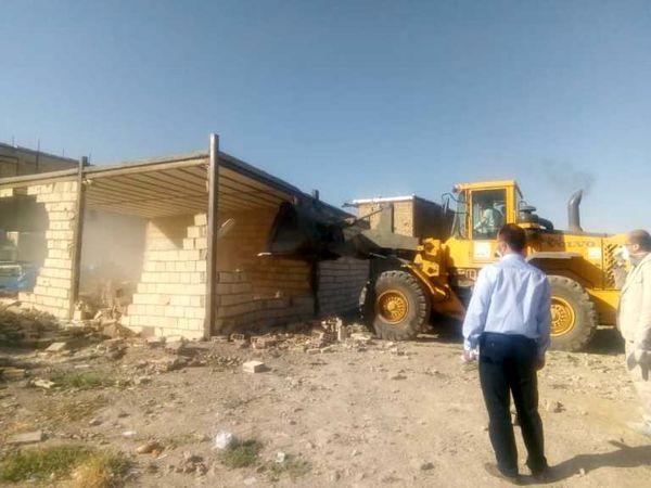 تخریب 10 ساخت وساز غیرمجاز در اراضی کشاورزی شهرستان قرچک