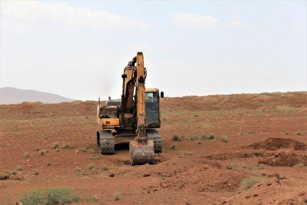 آغاز عملیات گود برداری در ۳۰ هکتار از اراضی شیب دار روستای قلعه تک