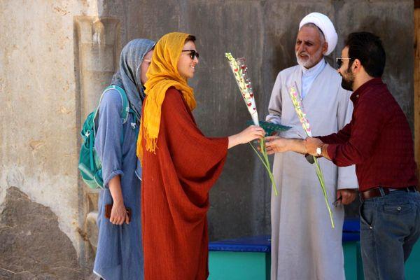 طلاب به شبهات حجاب توریستها پاسخ دادند