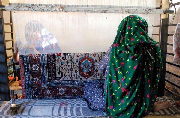 عشایر سالانه 16 هزار مترمربع قالی ایرانی تولید میکنند