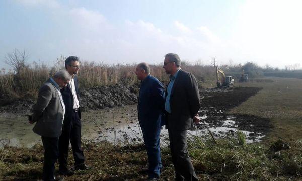لایروبی ۱۰ هکتار از آب بندانهای روستای خلیفه محله رودسر آغاز شد