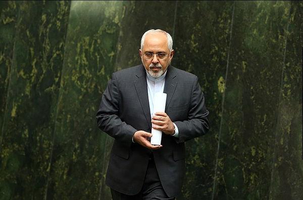 تنها در برابر پرچم ایران تعظیم میکنم