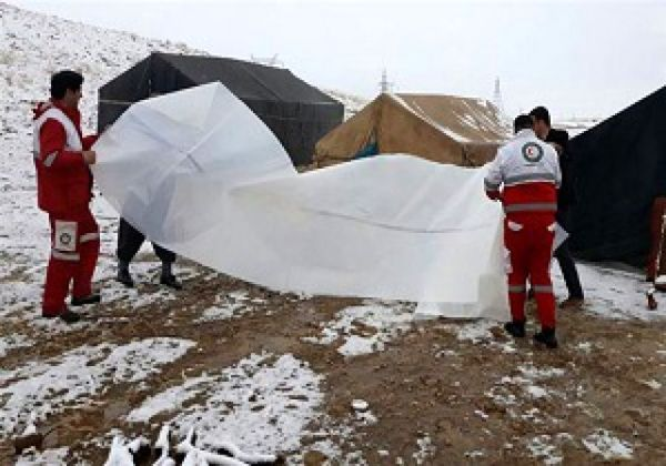 امدادرسانی به عشایر گرفتار در برف و کوران