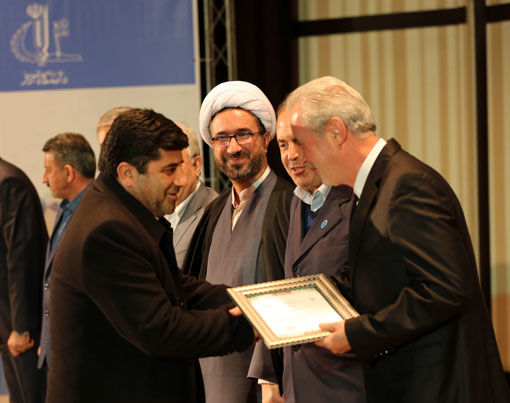 تجلیل دانشگاه تبریز از رئیس سازمان جهادکشاورزی آذربایجان شرقی به عنوان نهاد برگزیده حامی پژوهش